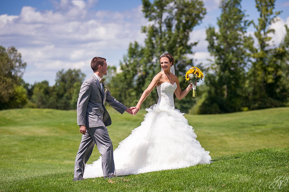 bride and groom scenic golf course
