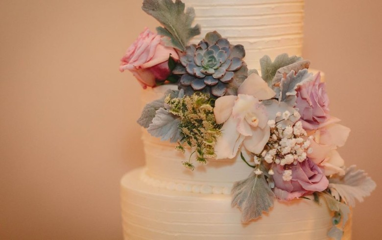 Wedding Cake tasting seems like a simple task, but take a look at some tips to help you choose the p