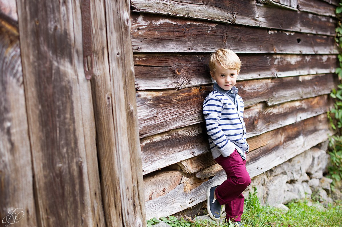 fall family portrait children barn portrait