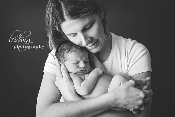 Newborn baby portrait of 16 days old Addie and her family.